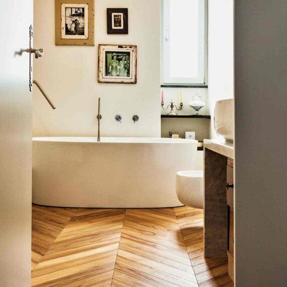 Bagno con parquet teak 3 strati collezione Bottega