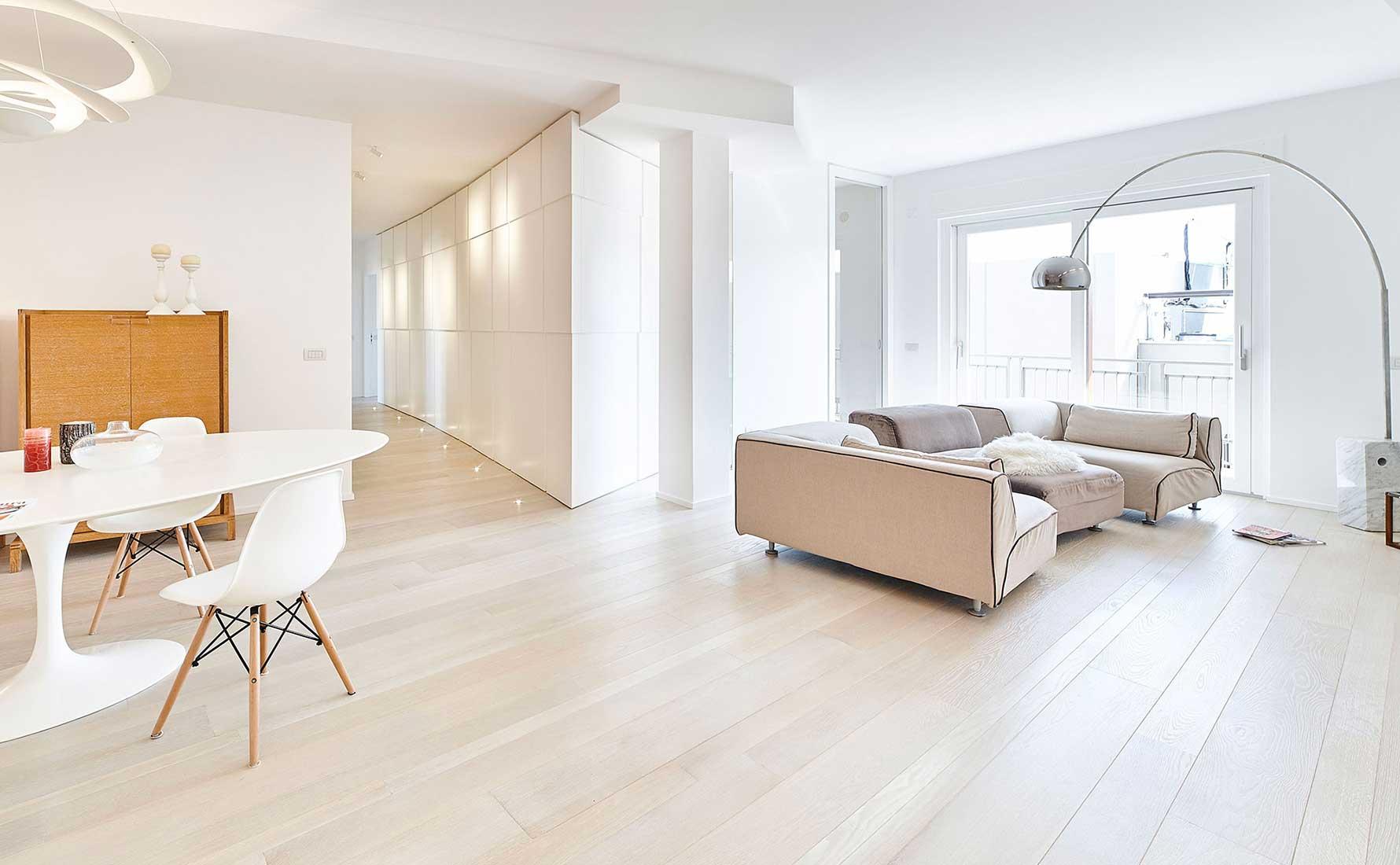 Appartamento con parquet quercia francese collezione Bottega
