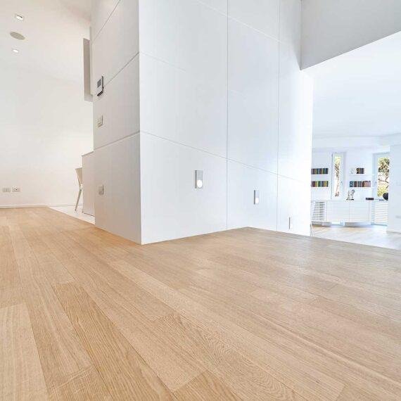 Salone arredato con parquet rovere verniciato collezione Classica 2